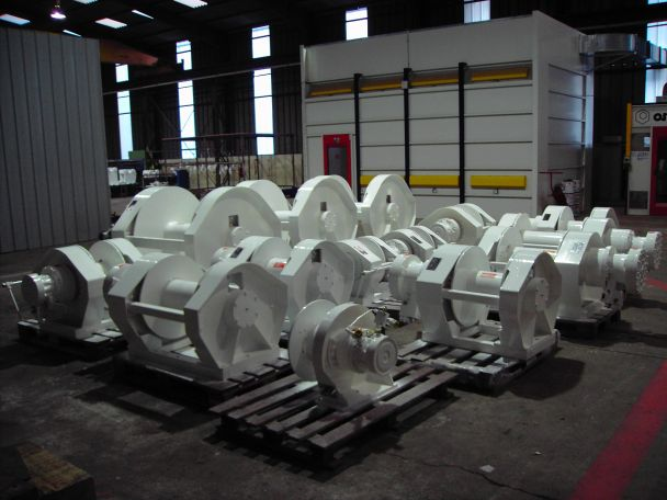 AUXILIARY WINCHES FOR TUNA VESSELS